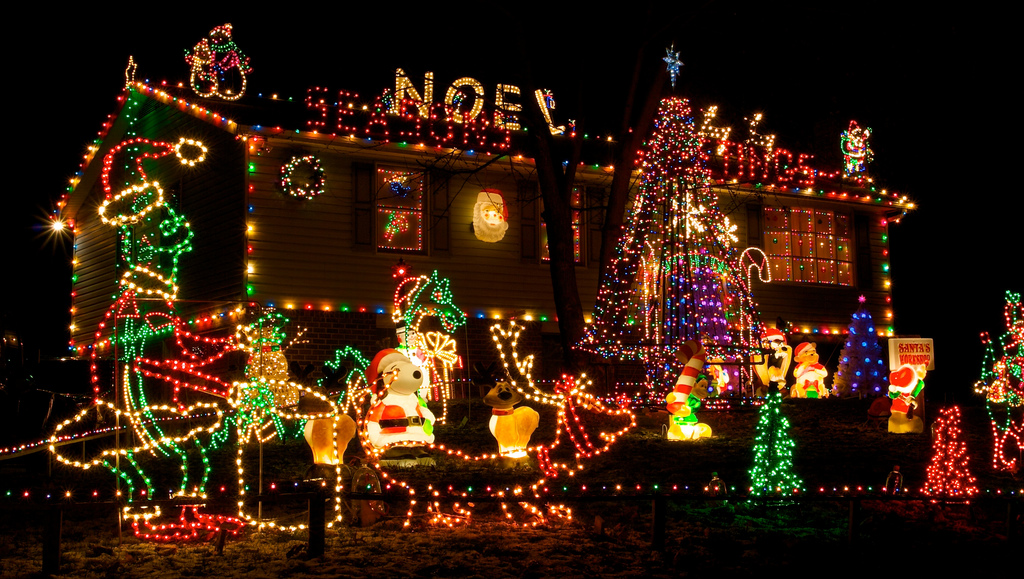 fiedler house christmas lights 1 - How To Decorate Your House With Christmas Lights